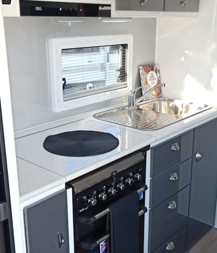 2019 Latitude 21ft 180 176 Family En Suite Caravan 57 990